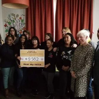 Zonta cheque aan Hear my Voice